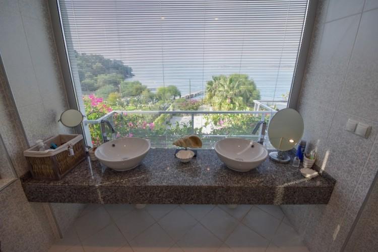 Bathroom Sea View